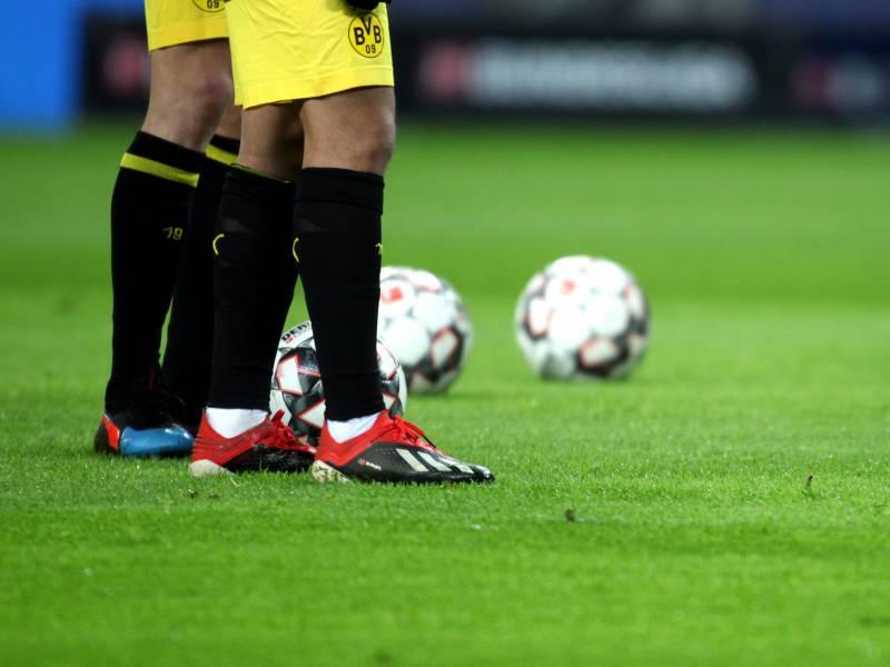 Dfb Pokal Dortmund Mueht Sich Gegen Braunschweig