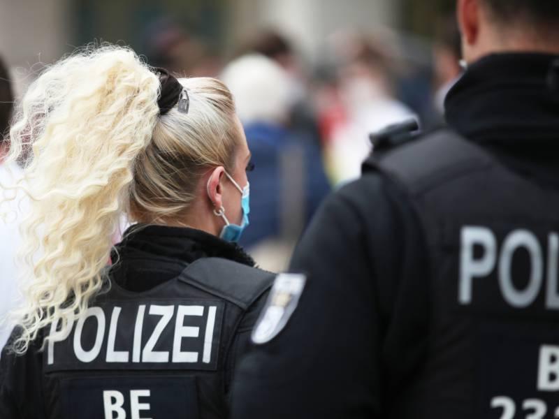 Gewerkschaft Der Polizei Verlangt Fruehere Impfung Von Polizisten 1