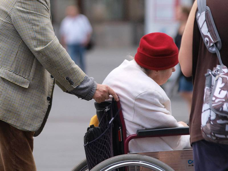 Immer Weniger Pflegebeduerftige Auf Sozialhilfe Angewiesen