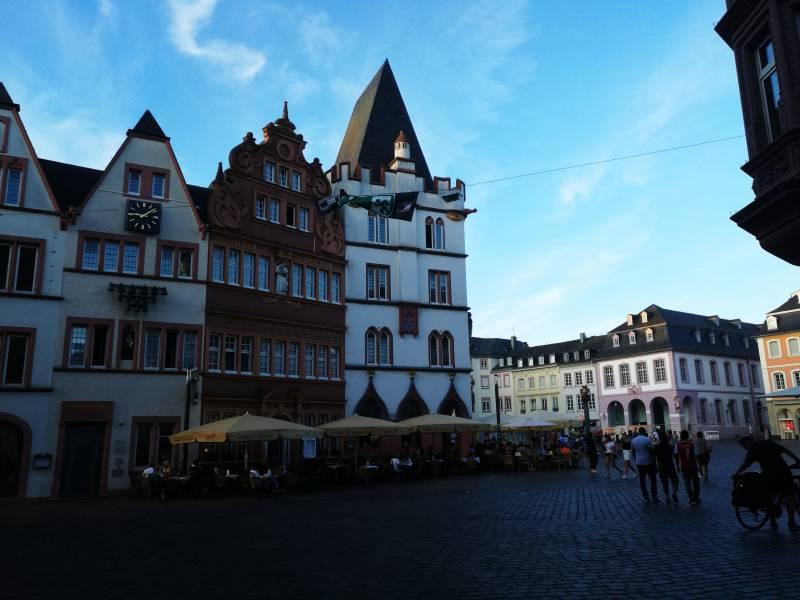 Kleinkind Unter Toten Bei Vorfall In Trierer Fussgaengerzone