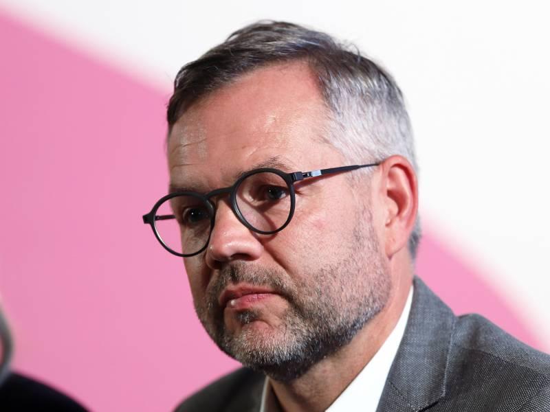 Michael Roth Fuerchtet Scheitern Der Nordmazedonien Gespraeche