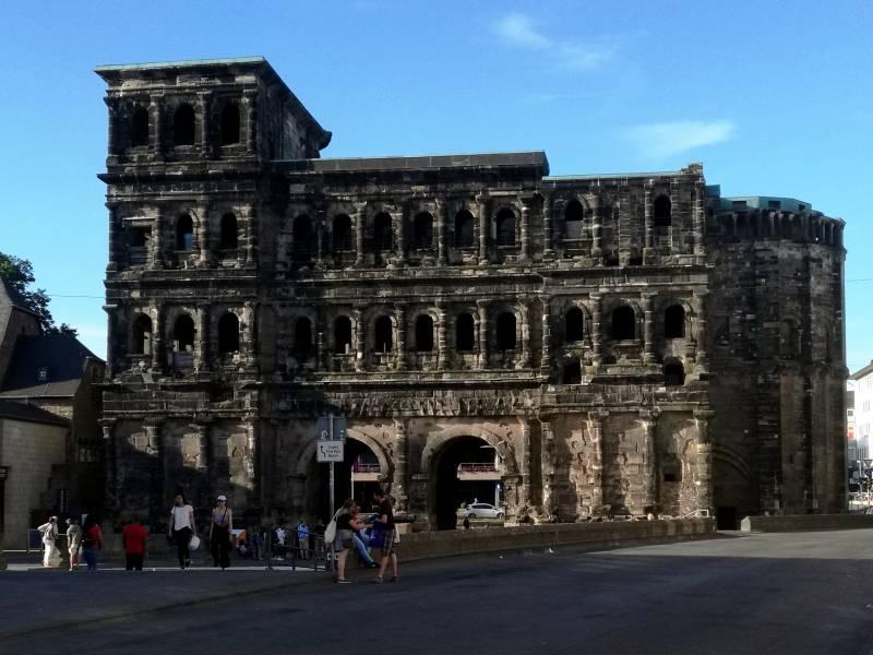 Mindestens Vier Tote Bei Vorfall In Trierer Fussgaengerzone