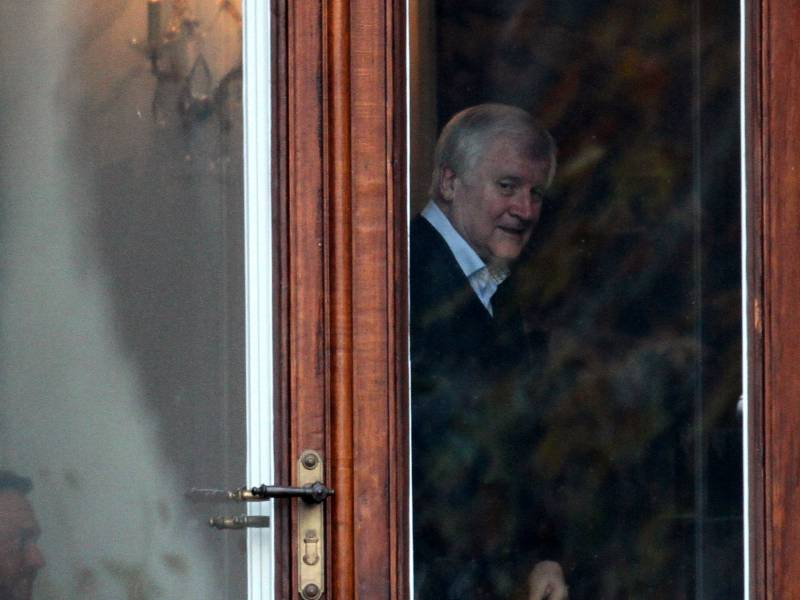 Seehofer Sieht Schuld Bei Ministerpraesidenten Und Kabinettskollegen