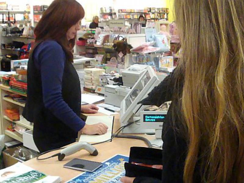 Zwei Drittel Der Erwerbstaetigen Im Einzelhandel Sind Frauen