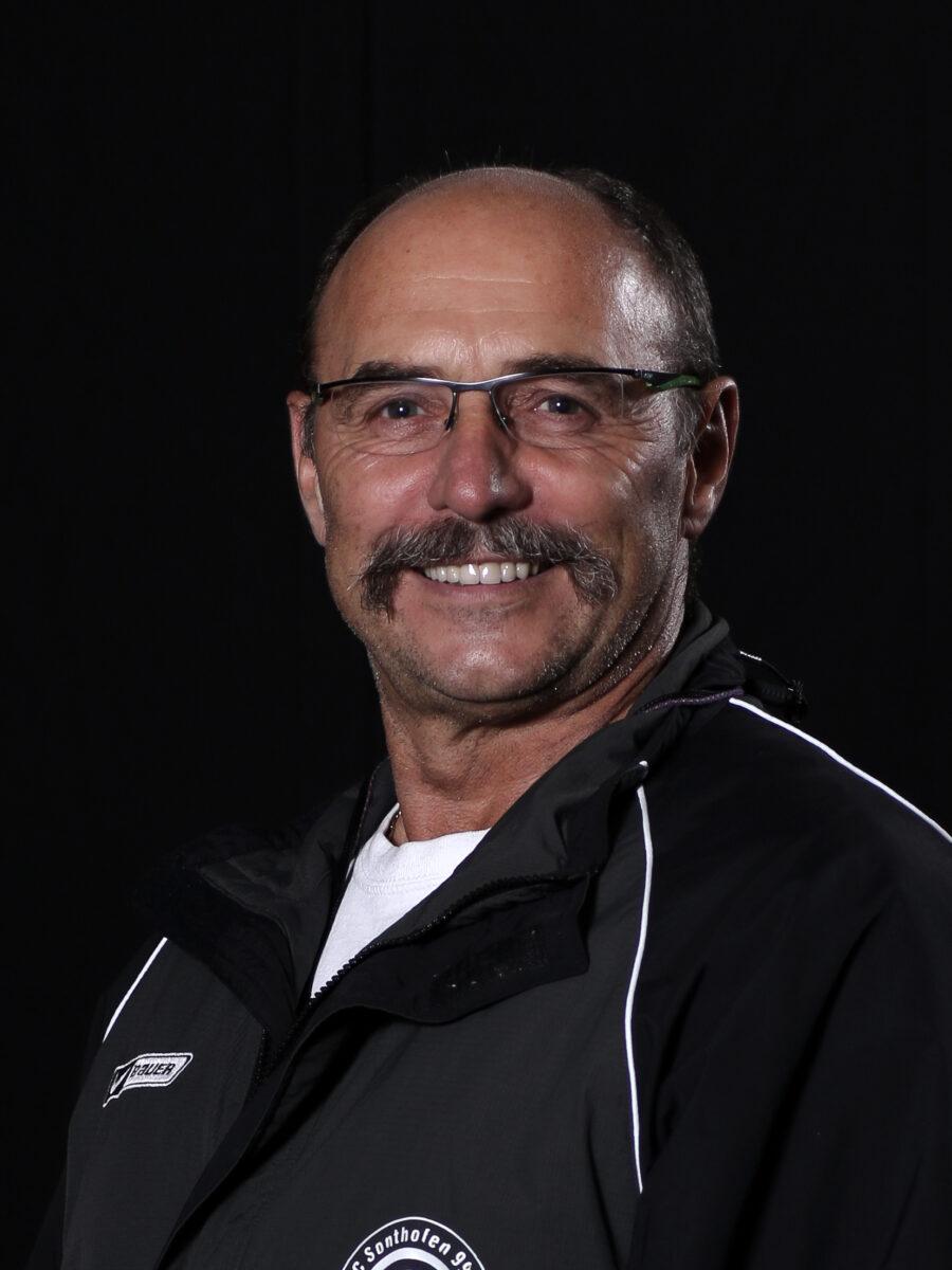 Peter Waibel Coach Scaled