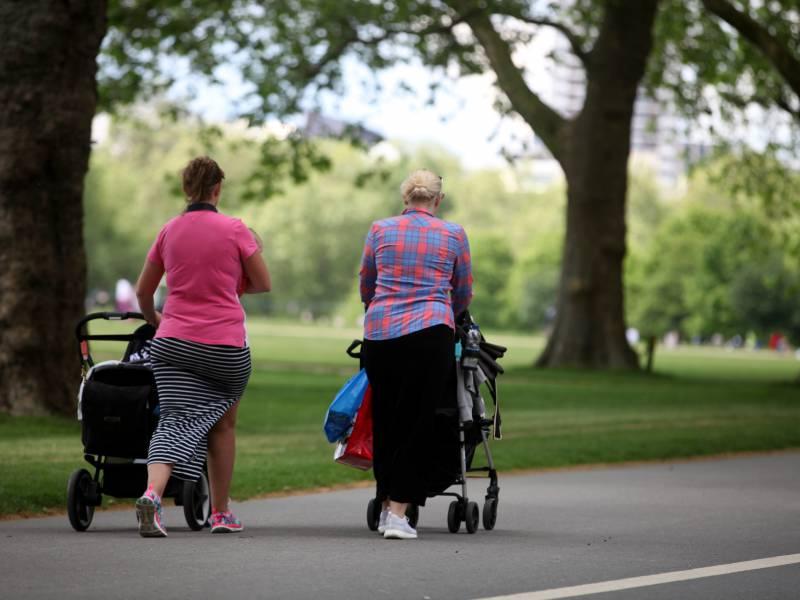 Kritik An Mangelnder Absicherung Von Zwei Muetter Familien