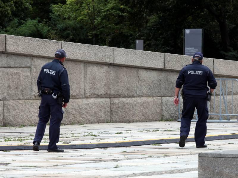 Polizei Erhoeht Schutz Des Bundestags