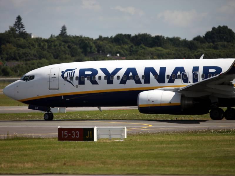 Regierung Prueft Sperre Des Flugverkehrs Nach Irland