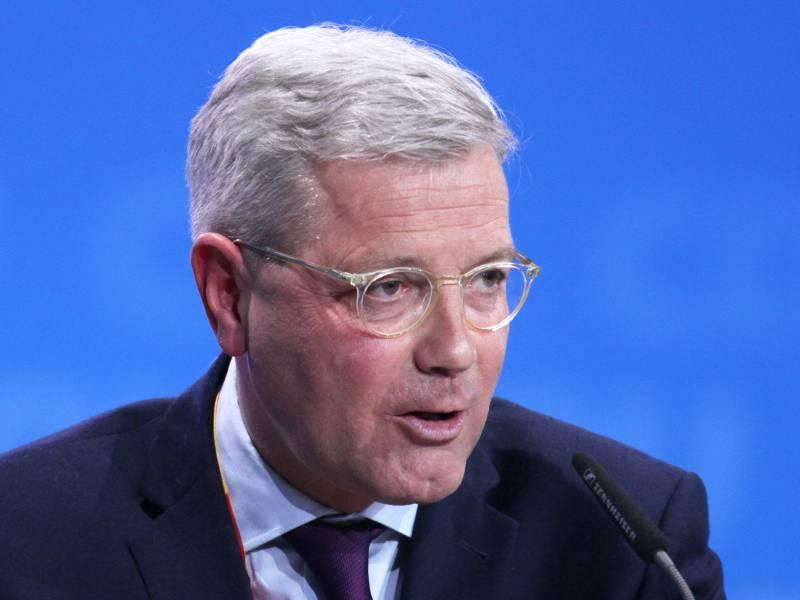 Roettgen Kritisiert Spahn Fuer Kanzlerkandidaten Diskussion