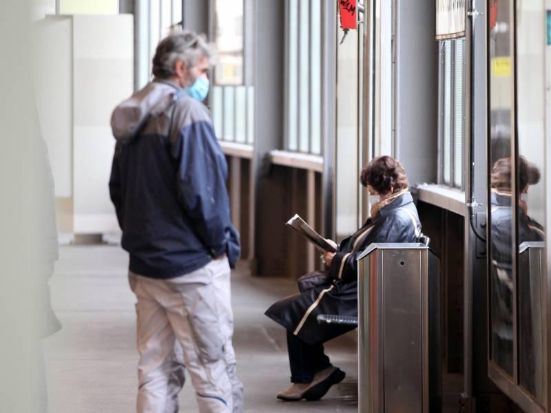Umfrage 54 Prozent Befuerworten Beschlossene Lockdown Massnahmen