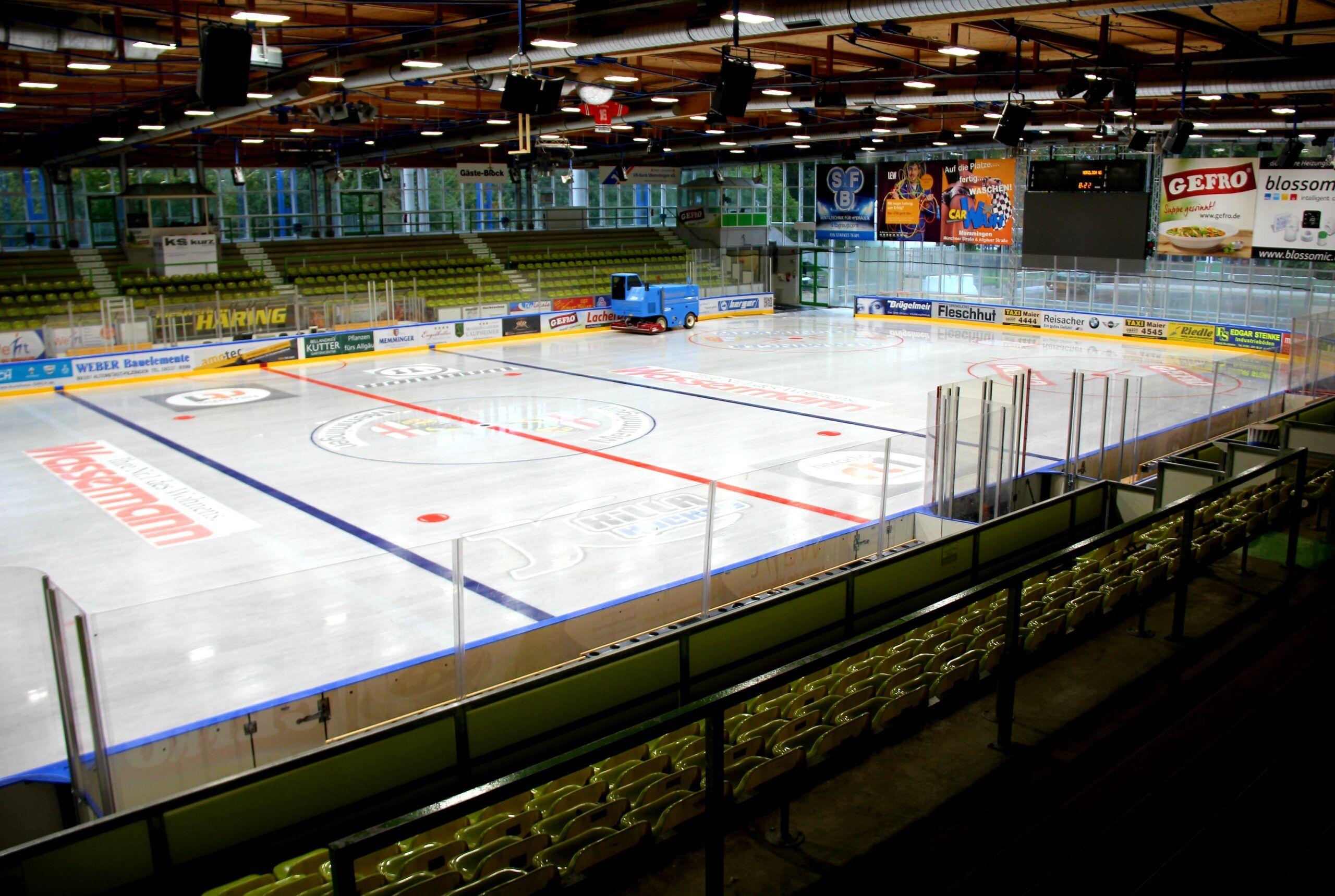 2021 03 05 Eishalle Innen Archivbild Scaled
