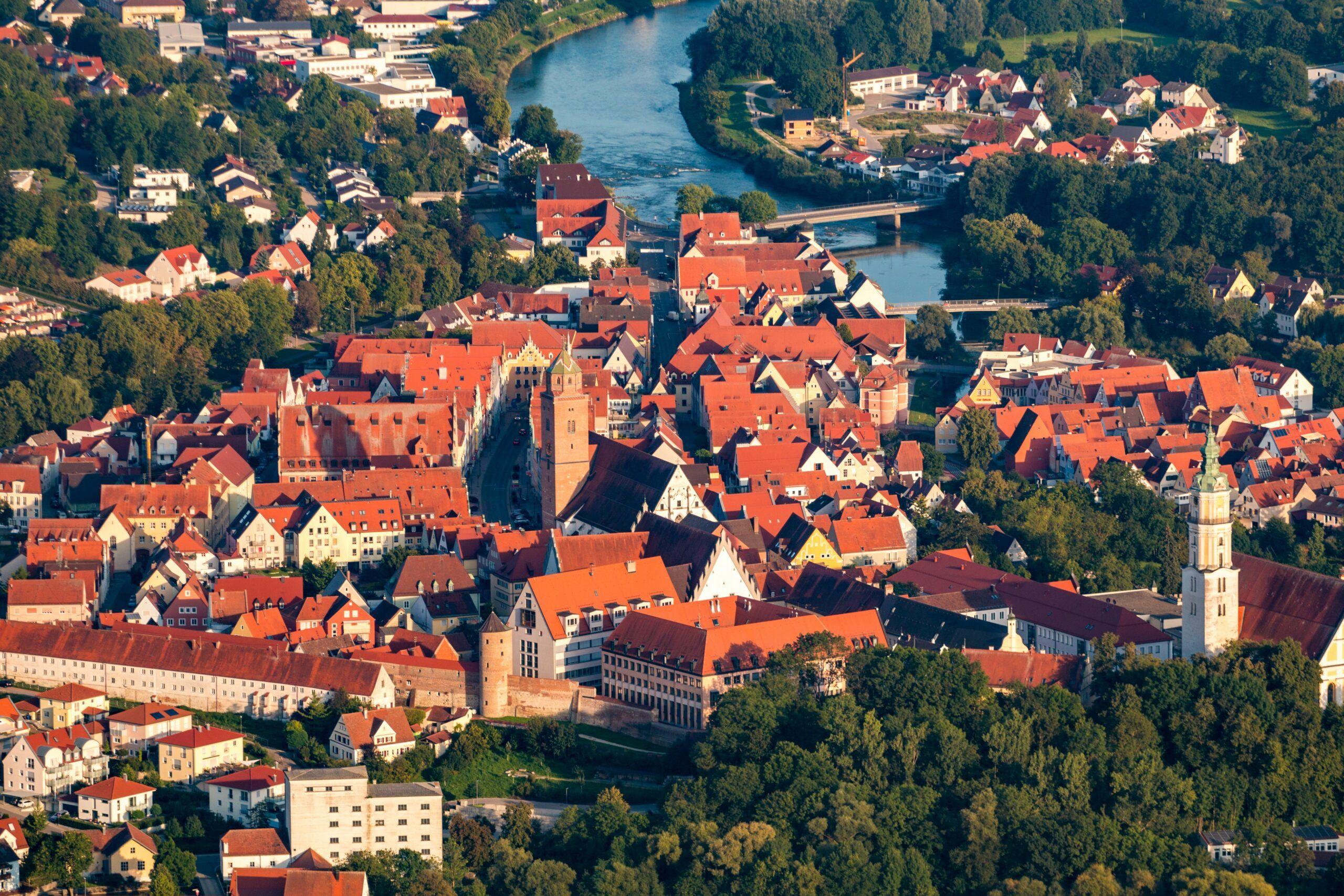 Grosse Kreisstadt Donauwoerth Luftbild Foto Simon Bauer Scaled