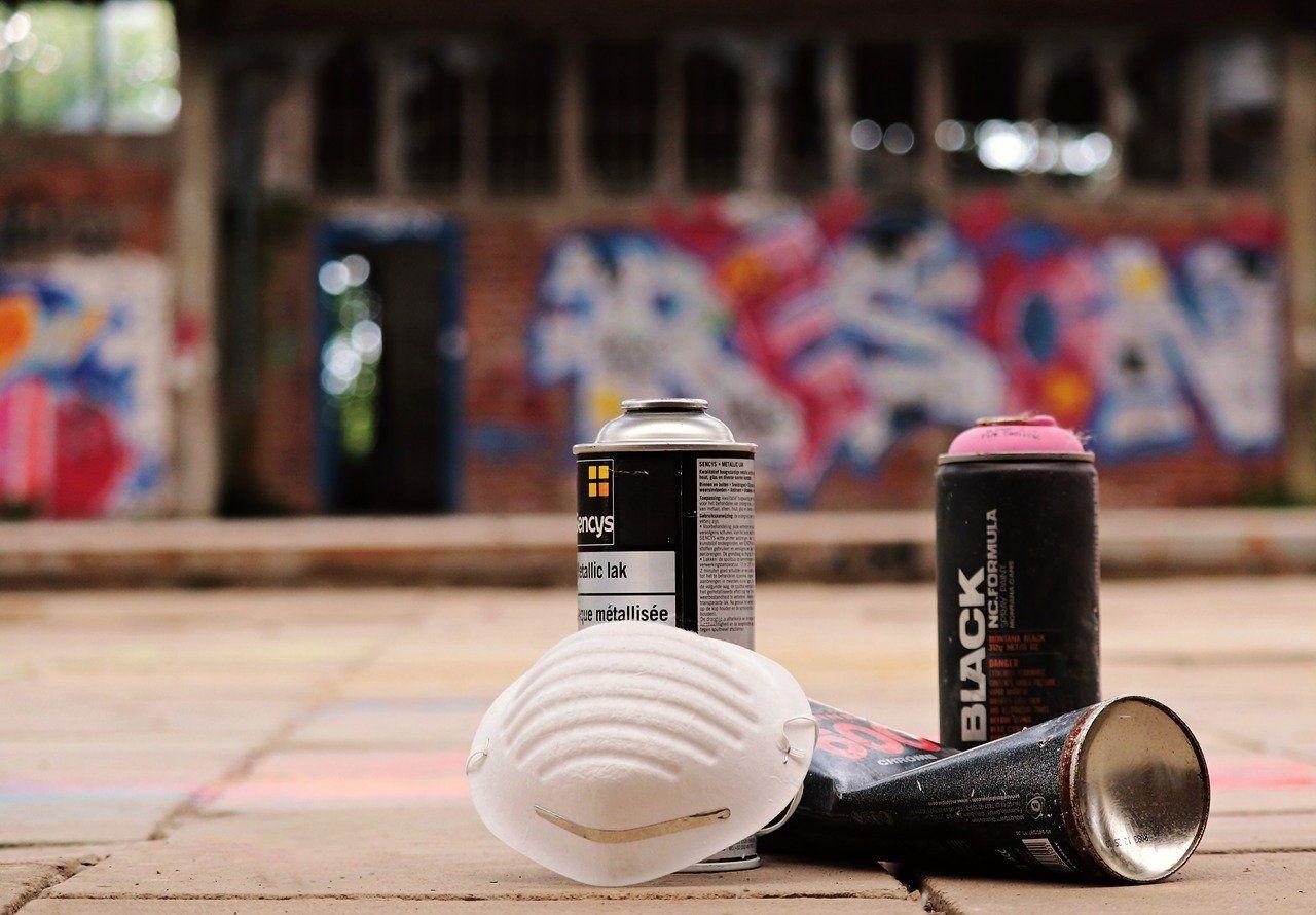 Spray Cans 2738527 1280