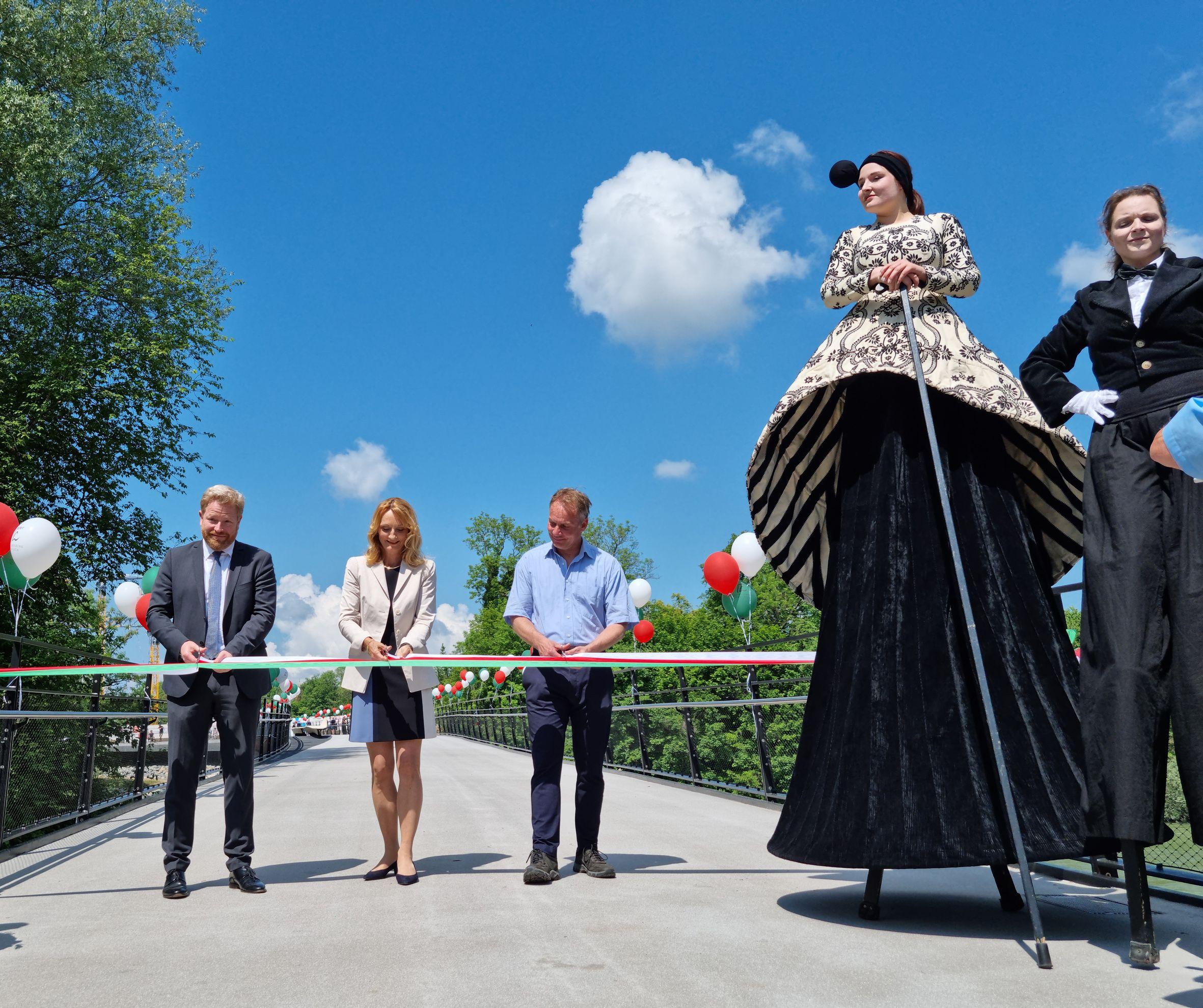 ©Stadt Landsberg Einweihung Lady Herkomer Steg 2021