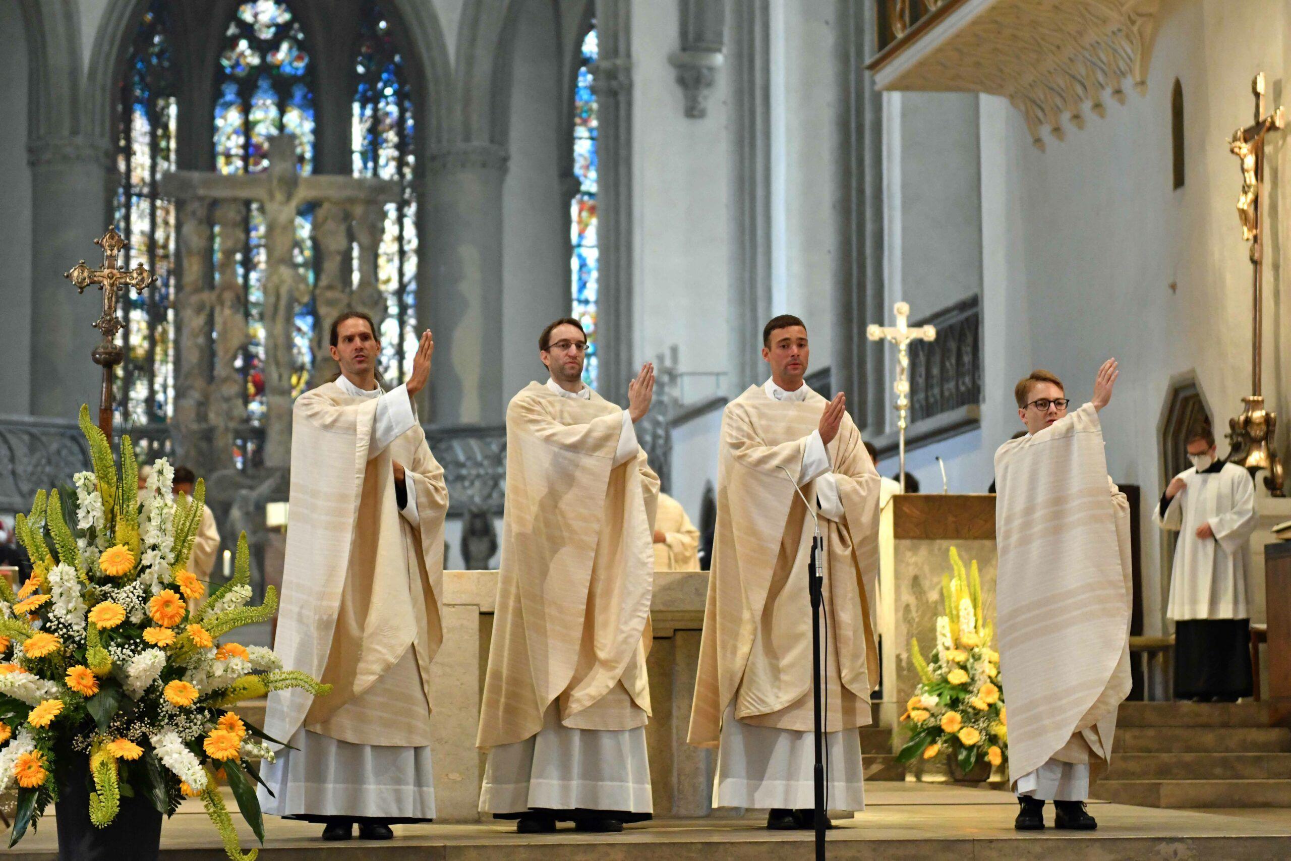 01 Priesterweihe Im Augsburger Dom 2021 Spendung Des Primizsegens Foto Nicolas Schnall Pba Scaled