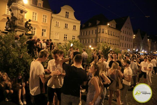 Deutschland Fussball Augsburg Fans10