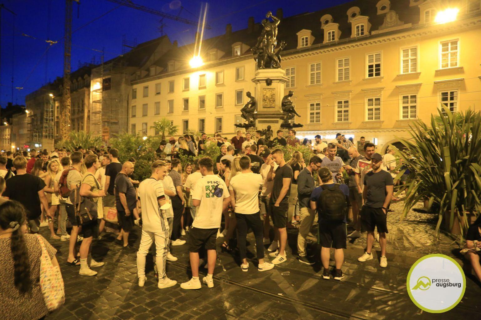 Deutschland Fussball Augsburg Fans11