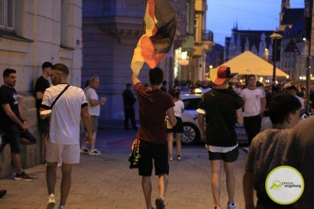 Deutschland Fussball Augsburg Fans14