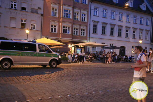 Deutschland Fussball Augsburg Fans17