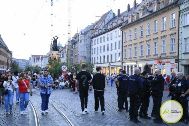 Deutschland Fussball Augsburg Fans21