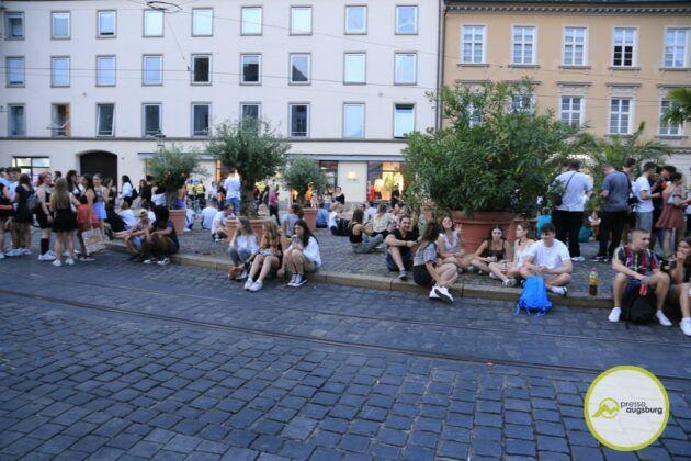 Deutschland Fussball Augsburg Fans27