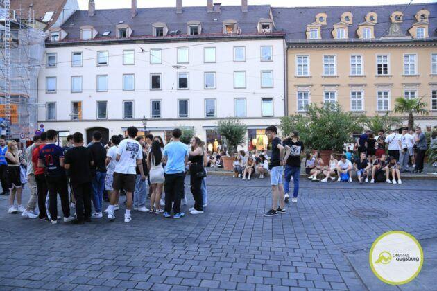 Deutschland Fussball Augsburg Fans33
