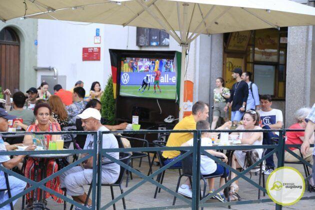 Deutschland Fussball Augsburg Fans35