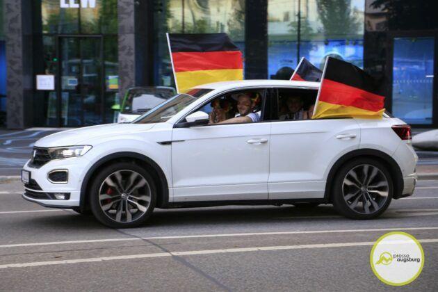 Deutschland Fussball Augsburg Fans47