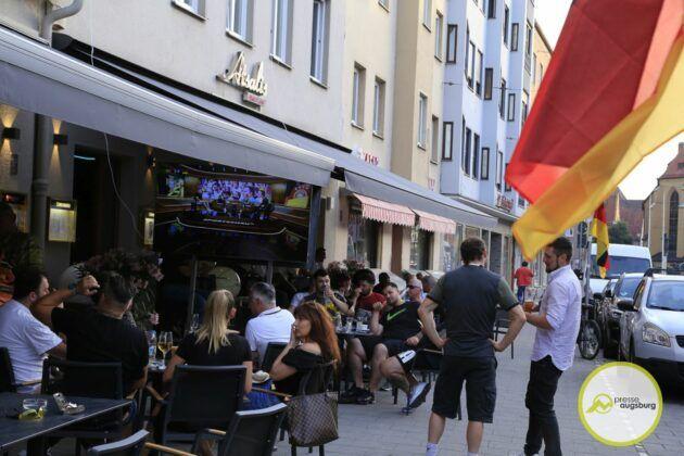 Deutschland Fussball Augsburg Fans51