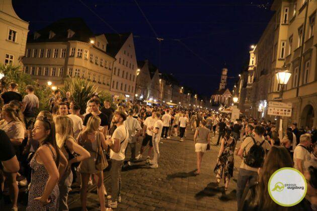Deutschland Fussball Augsburg Fans9