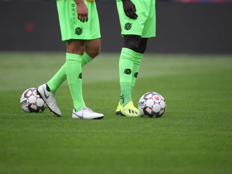 2 Bundesliga Hannover Verliert Heimspiel Gegen Aufsteiger Rostock