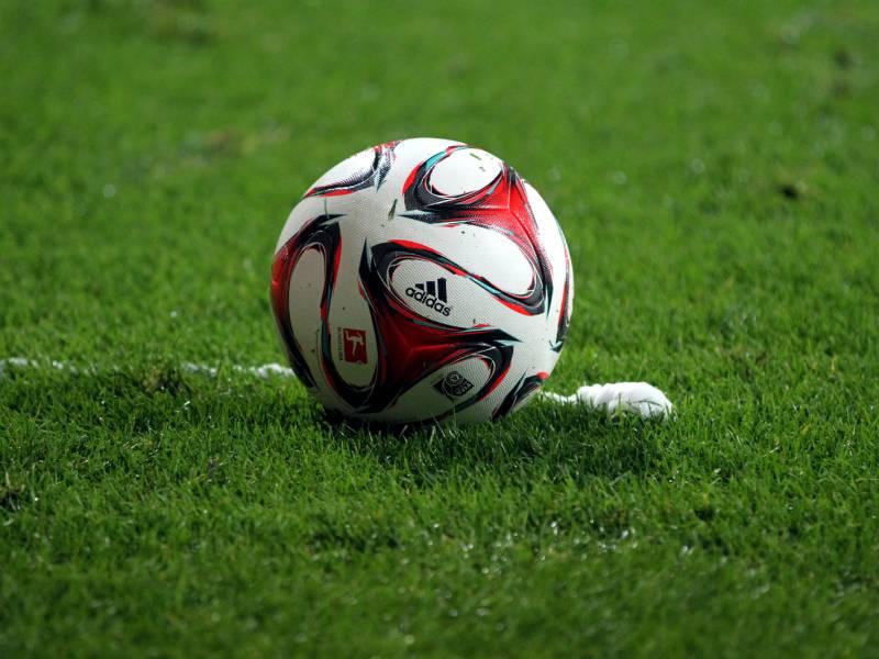 2 Bundesliga Karlsruhe Siegt Gegen Darmstadt Tabellenfuehrer