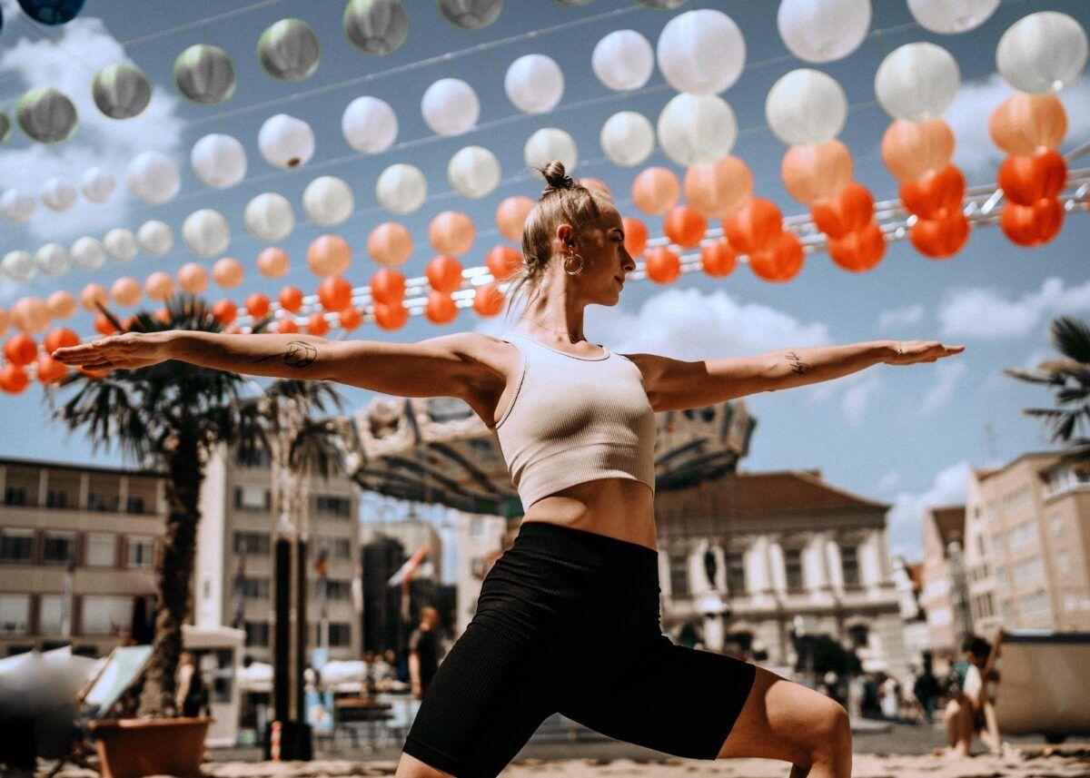 Beach Yoga Auf Dem Rathausplatz Cvivienne Kahl