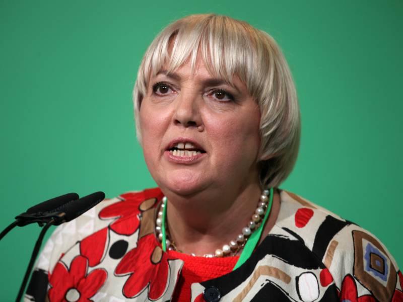 Claudia Roth Zollt Angela Merkel Tiefen Und Ehrlichen Respekt