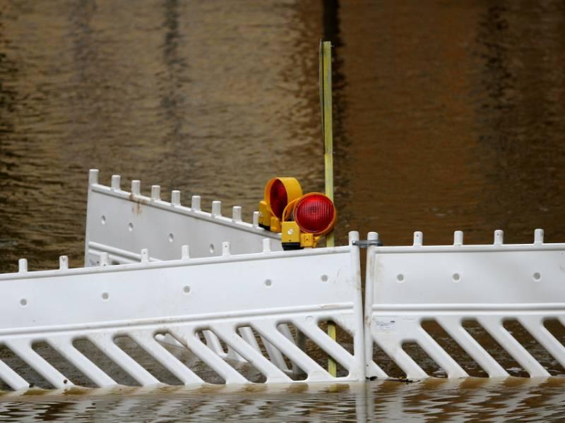 Dreyer Verteidigt Hochwasserschutz
