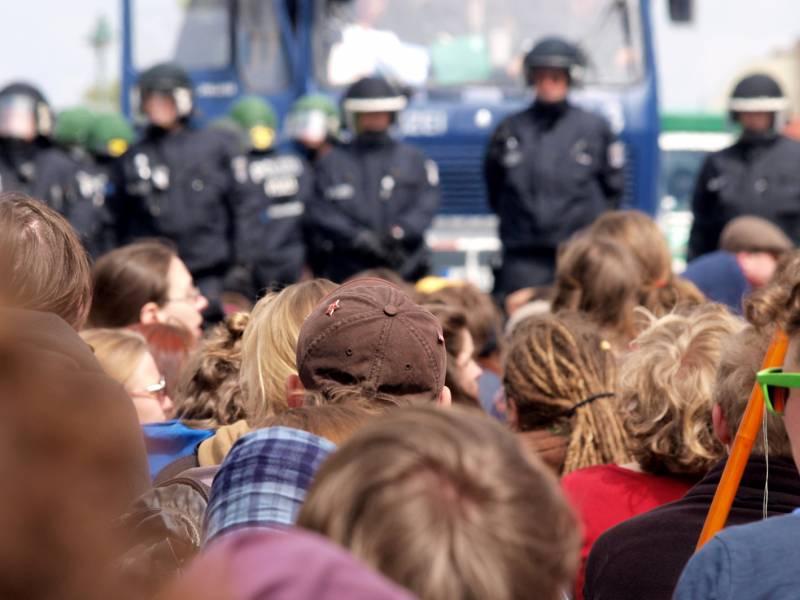 Linke Fordern Rechtsschutz Fuer Parlamentarische Beobachter