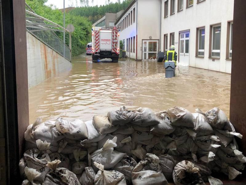 Scheuer Verspricht Unbuerokratische Hilfen An Hochwasser Opfer