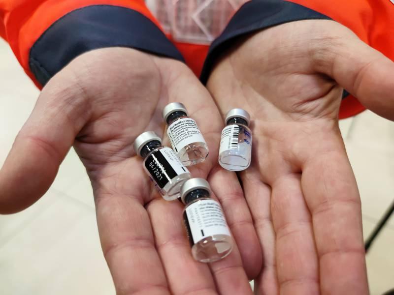 Aerzteverbaende Draengen Auf Schnellere Impfstoffabgabe An Arme Laender