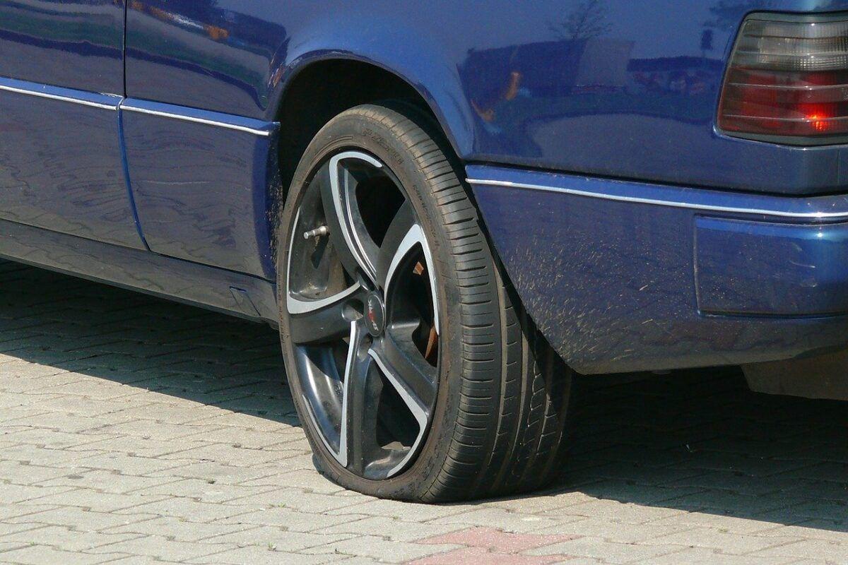 Automobile 818147 1280