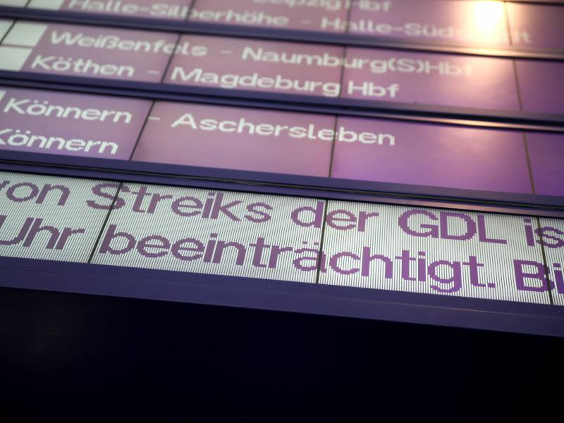 Bahn Will Am Wochenende Mit Lokfuehrern Verhandeln