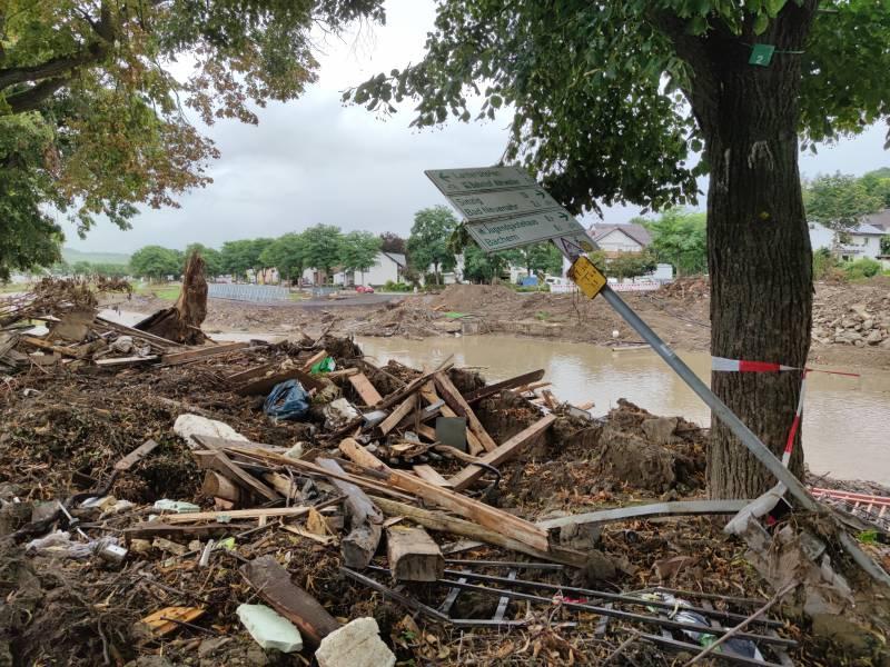 Dihk Fordert Nach Flutkatastrophe Schnellere Genehmigungsverfahren