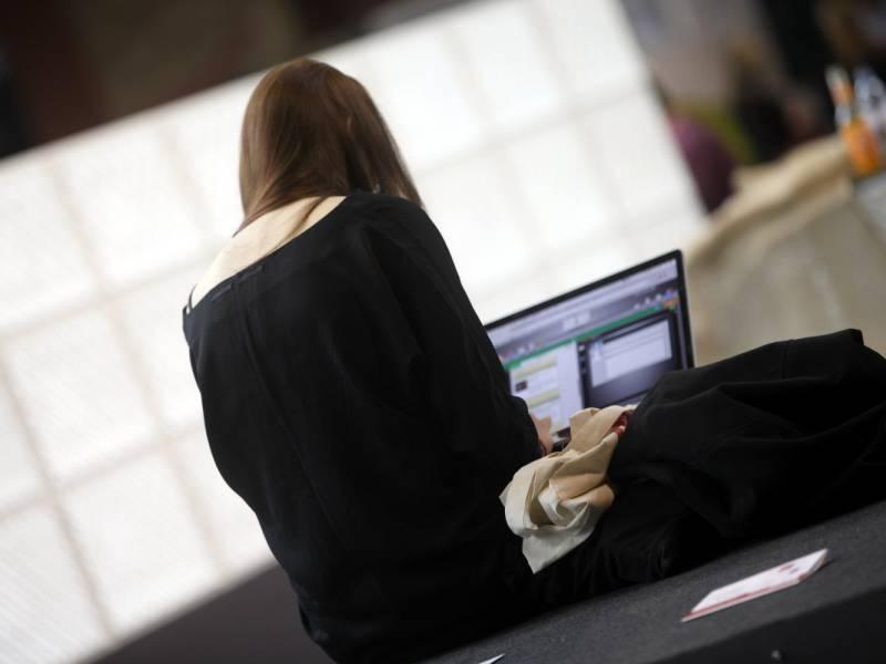 Drei Viertel Der Berufstaetigen Im Urlaub Dienstlich Erreichbar