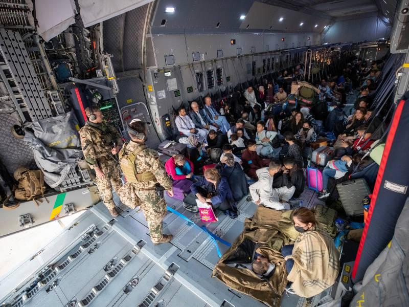 Evakuierte Afghanen Bekommen Visum Fuer Mindestens 90 Tage
