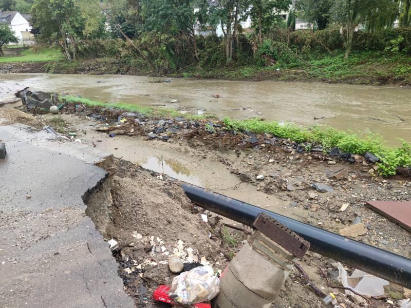 Nrw Innenminister Gesteht Fehler Bei Flutkatastrophe