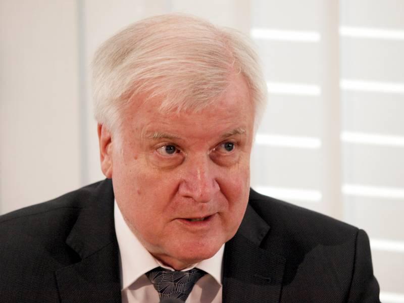 Seehofer Nach Fluechtlingsprognose In Der Kritik