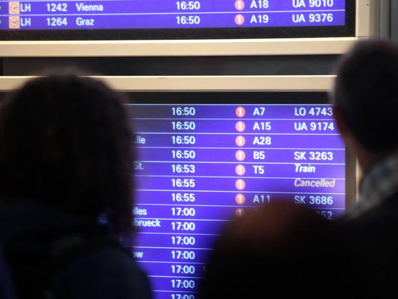 Verspaetungen Am Frankfurter Flughafen Wegen Zu Wenig Bodenpersonal