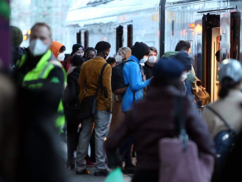 Virologe Streeck Bezweifelt Sinn Der 3G Regel In Bahnen