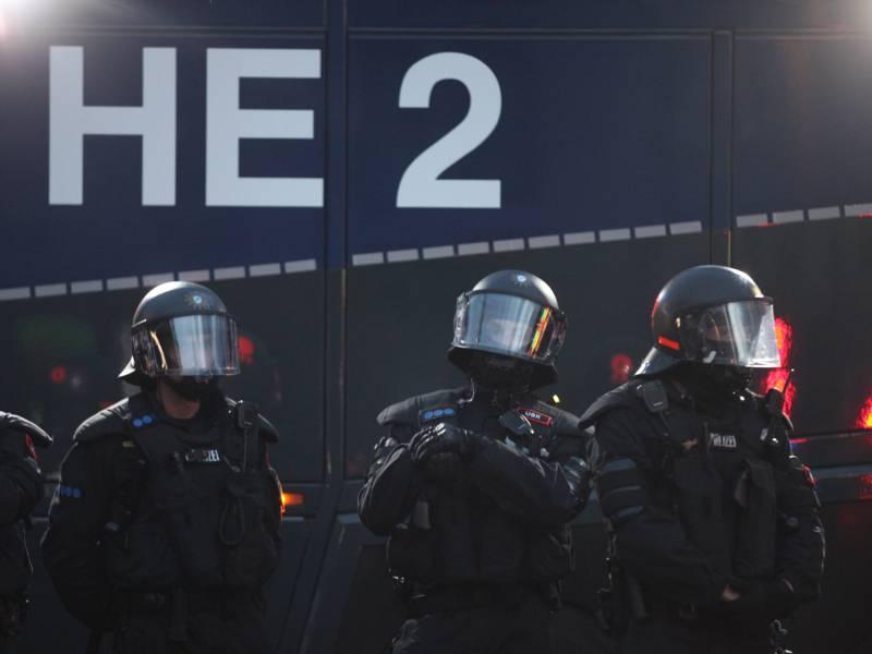 Wasserwerfereinsatz Bei Verbotener Corona Demo In Berlin