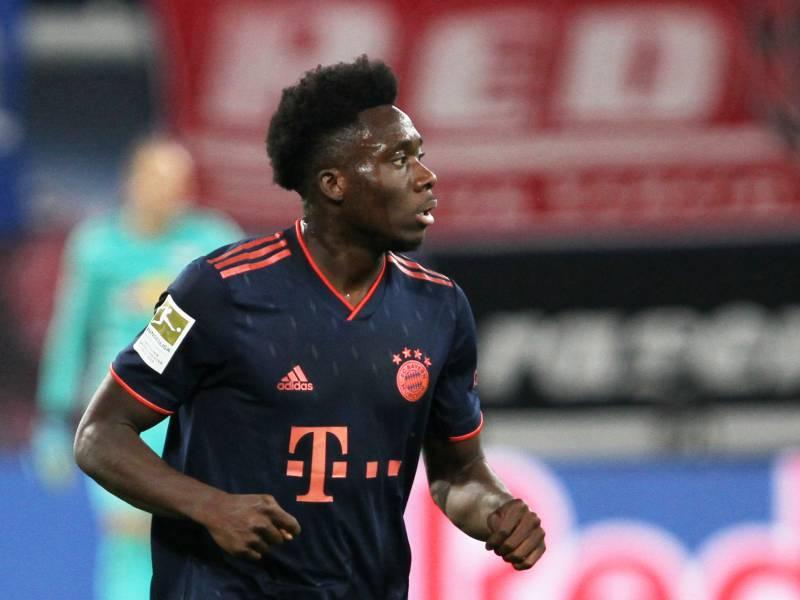 1 Bundesliga Fuerth Unterliegt Bayern Muenchen In Ueberzahl