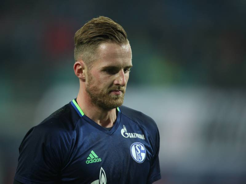 2 Bundesliga Schalke Unterliegt Karlsruhe In Unterzahl